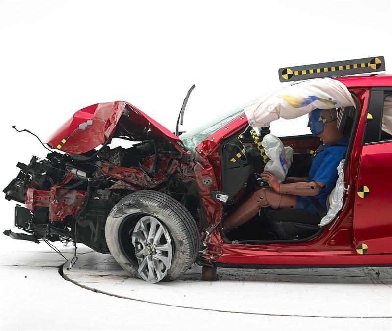 Mazda_3_краш_тест_02