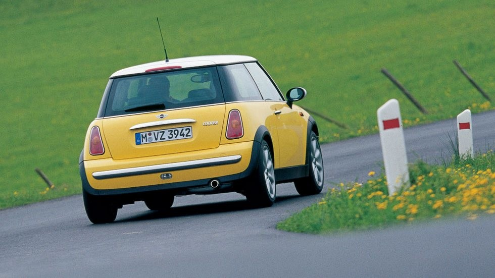 Mini Cooper (R50) '2001–04 жёлтый вид сзади