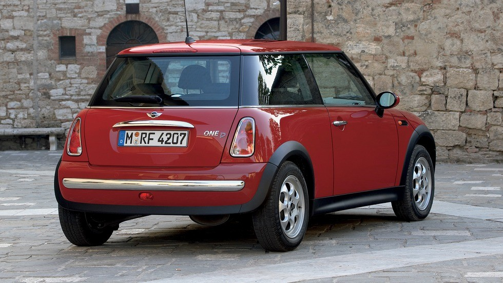 Mini One D (R50) '2003–06 красный вид сзади
