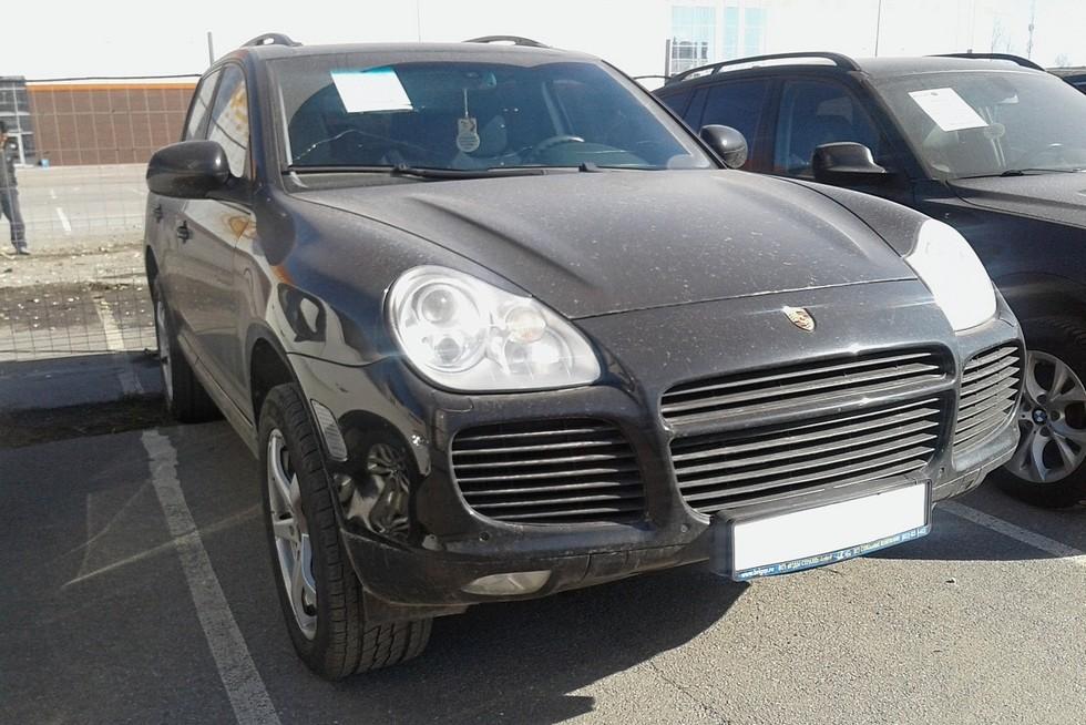 Porsche Cayenne черный вид спереди