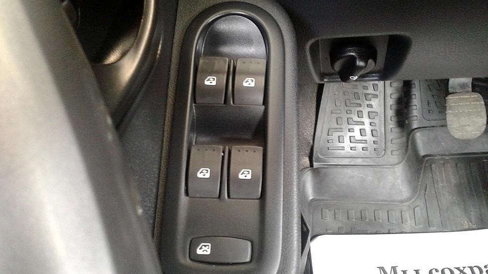 Renault Duster блок управления стеклоподъемниками