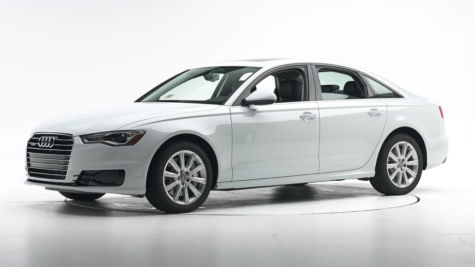 Audi A6 белая вид три четверти