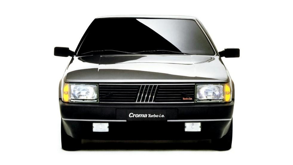 Fiat Croma Turbo вид спереди