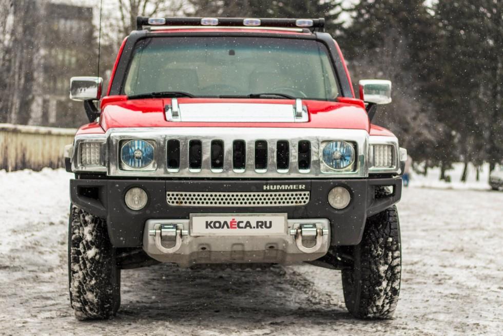 Hummer H3 красный вид спереди