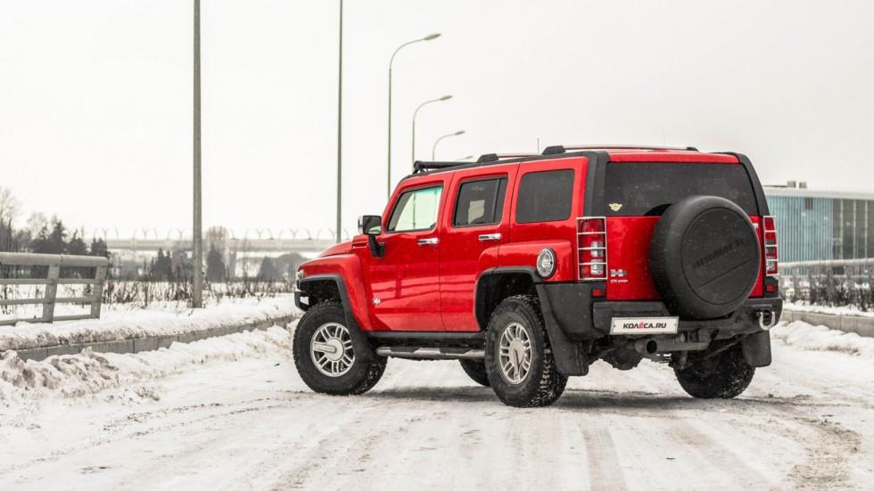 Hummer H3 красный вид сзади