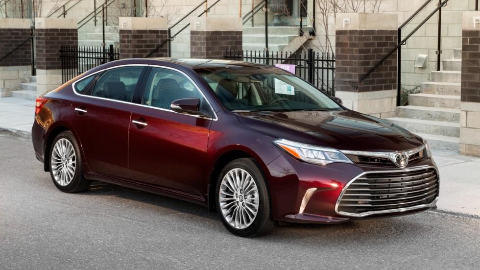 Toyota Avalon бордовая вид три четверти