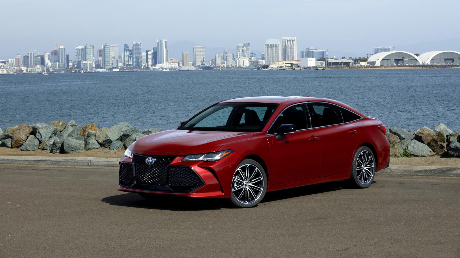 Названы цены нановый седан Toyota Avalon