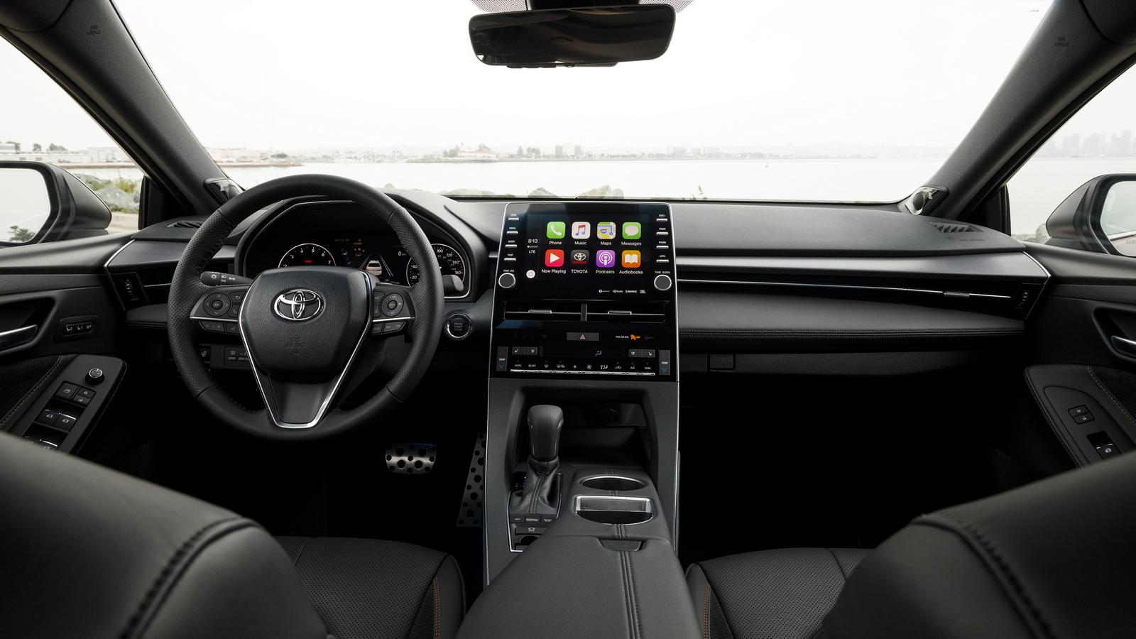 Названы цены нановый седан Тойота Avalon
