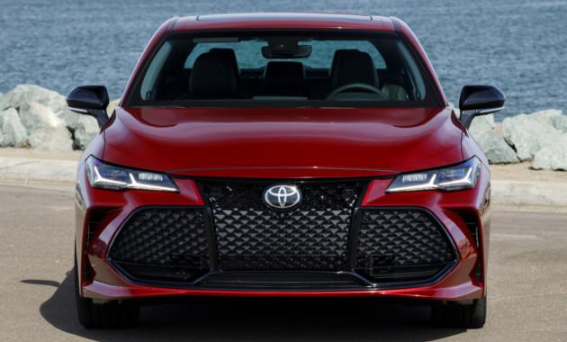 Тойота назвала цены на улучшенный седан Тоёта Avalon
