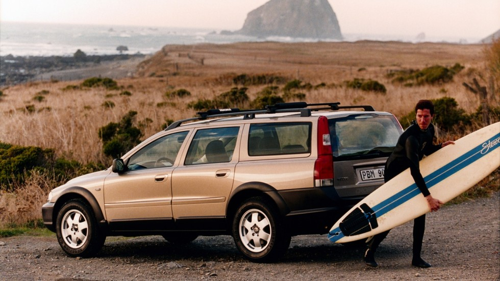 Volvo V70 XC вид сзади