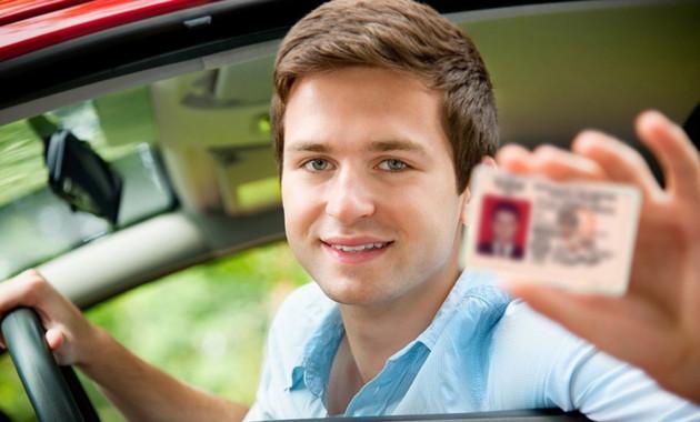 Получить права и поставить на учёт автомобиль можно будет в МФЦ