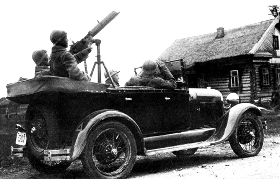 Ford-A отечественной сборки с пулеметом Maxim