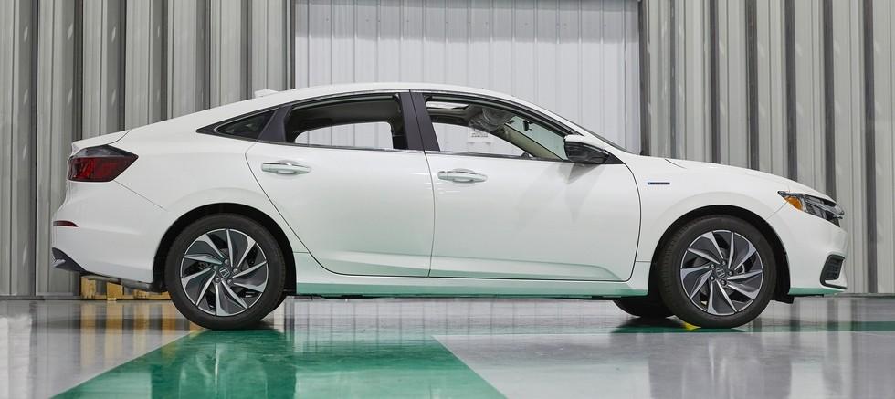 На фото: Honda Insight нового поколения