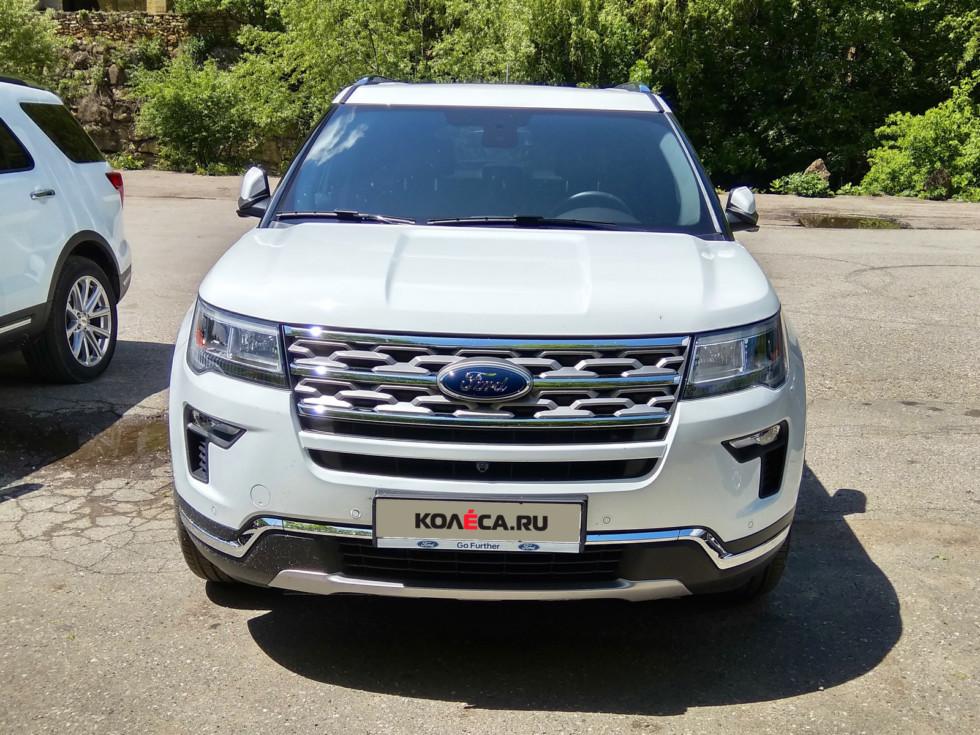 Ford Explorer белый вид спереди