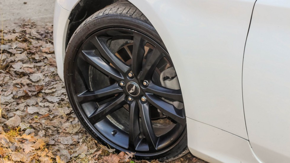 Hyundai Genesis Coupe белый колесо