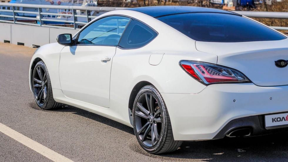 Hyundai Genesis Coupe белый левая сторона