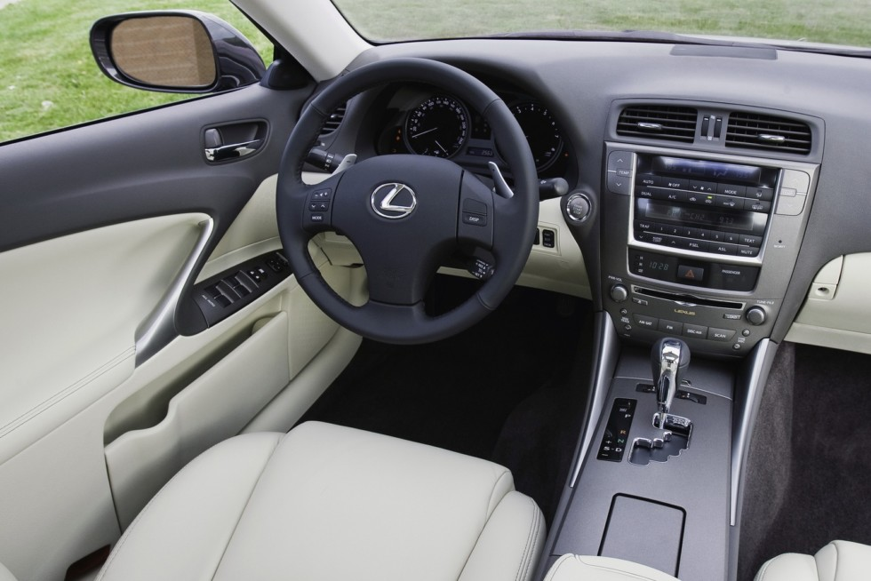 Интерьер Lexus IS 250 '2008–10