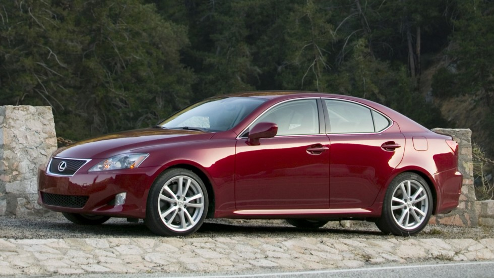 Lexus IS 350 (XE20) '2005–08 вид сбоку
