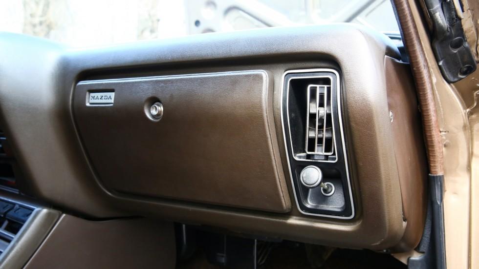 Mazda 929 бардачок