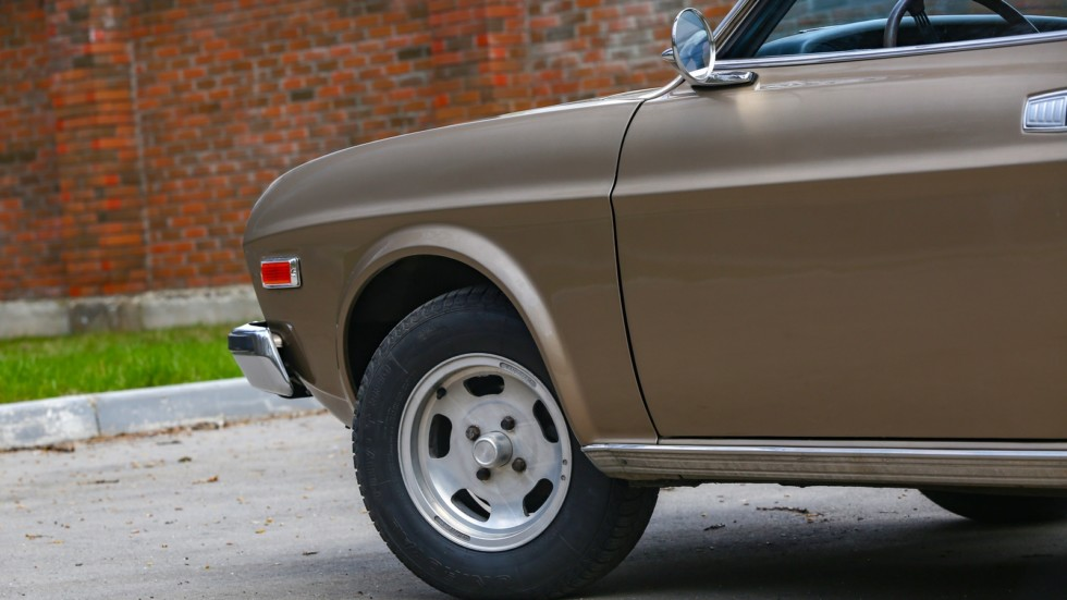 Mazda 929 коричневая колесо