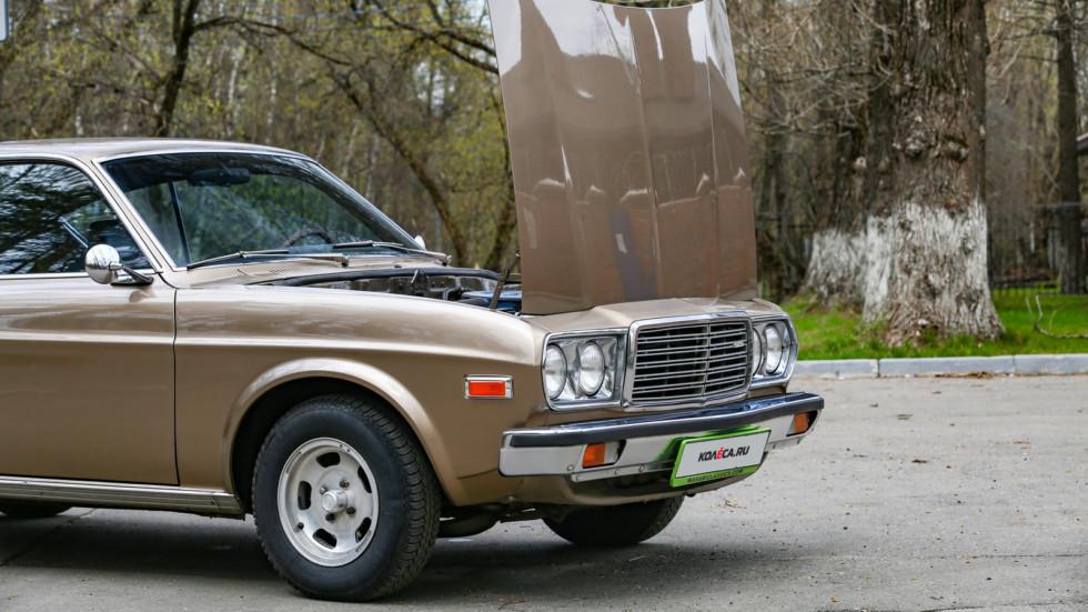 Mazda 929 коричневая с открытым капотом