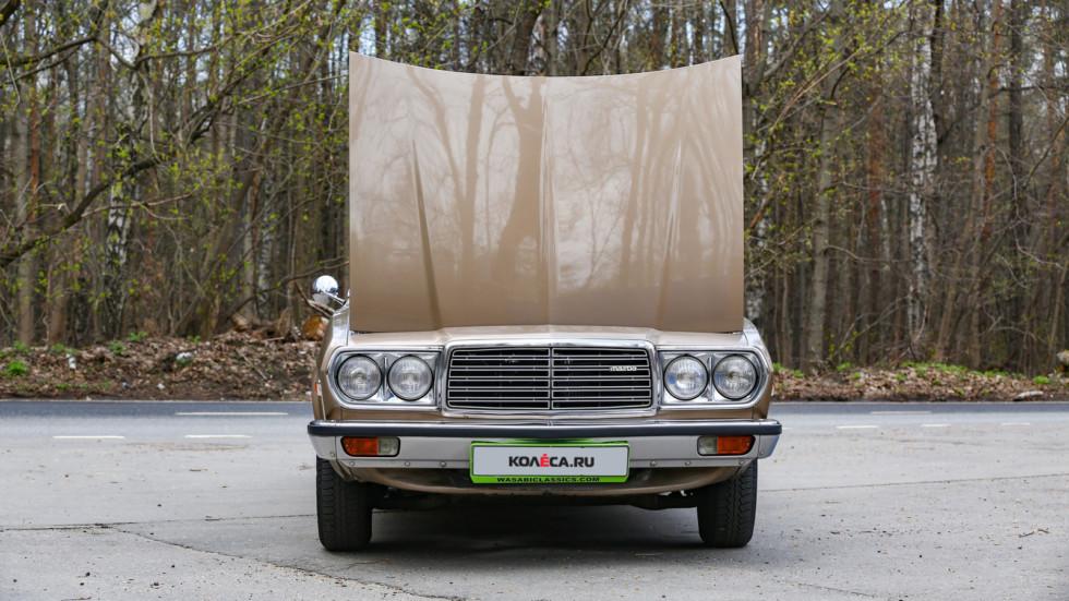 Mazda 929 коричневая спереди с открытым капотом