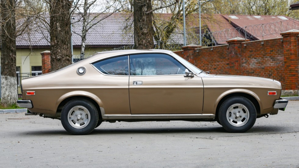Mazda 929 коричневая вид сбоку