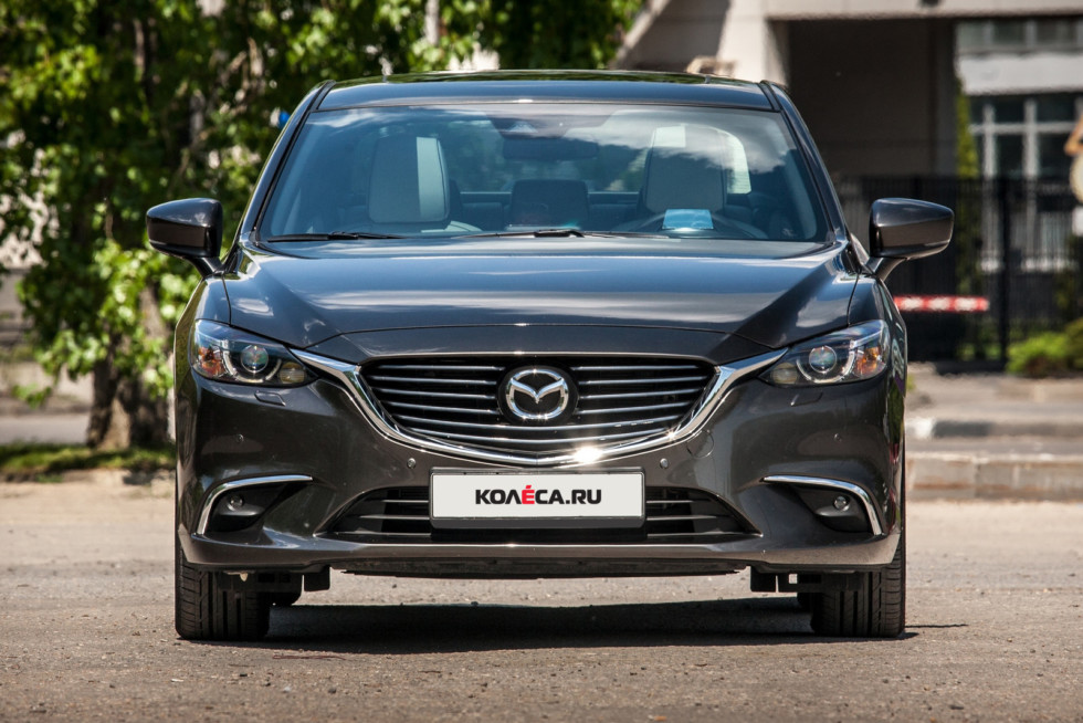Mazda6 темно-серая вид спереди