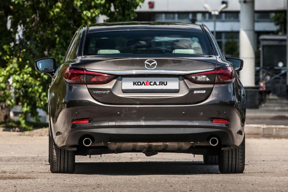 Mazda6 темно-серая вид сзади