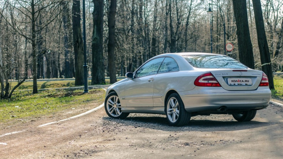 Mercedes-Benz CLK C209 три четверти сзади