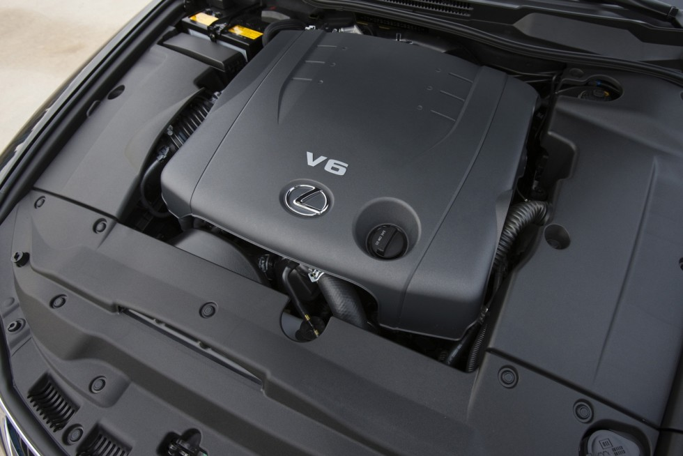 Под капотом Lexus IS 250 '2008–10 двигатель