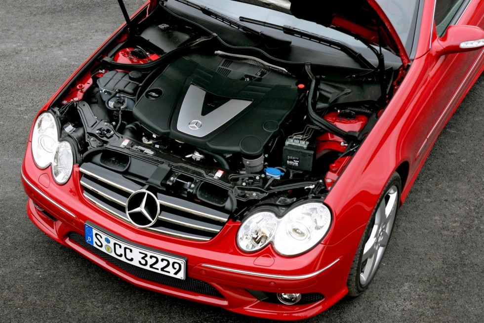Под капотом Mercedes-Benz CLK 320 CDI AMG Sports Package Worldwide (C209) '2005–05.2009