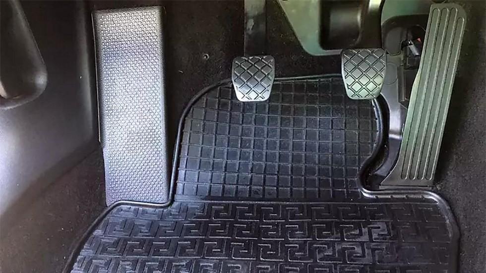 Skoda Octavia интерьер педальный узел
