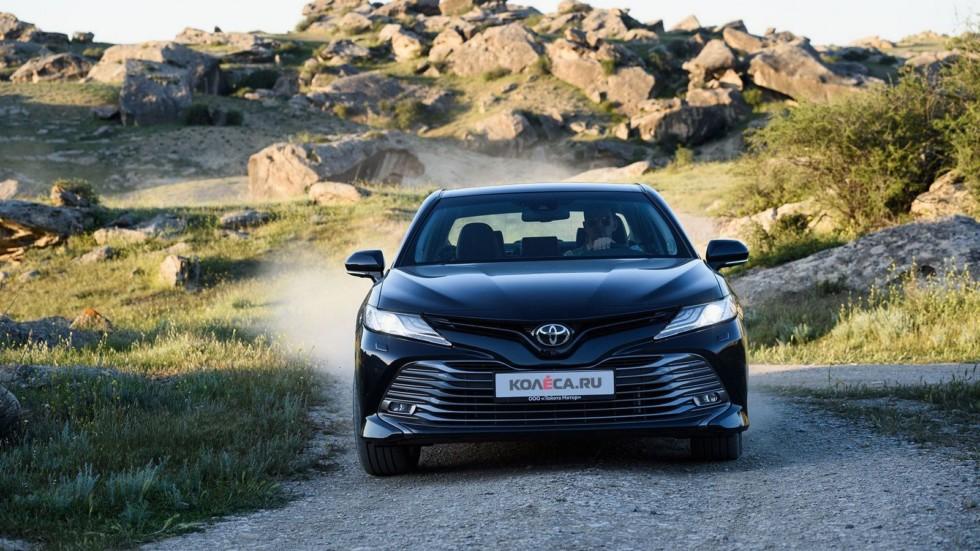 Toyota Camry анфас