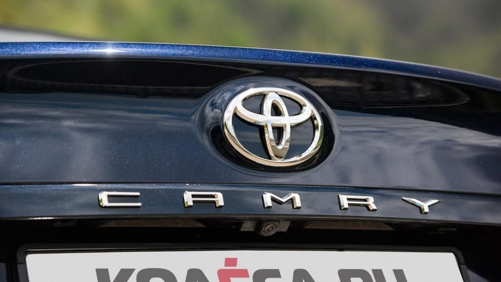 Toyota Camry крышка багажника
