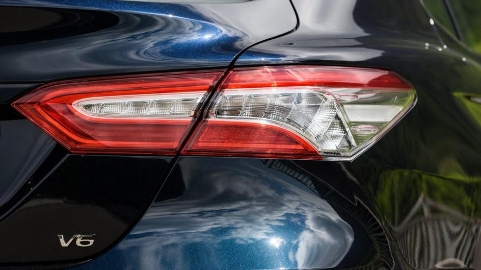 Toyota Camry задний фонарь