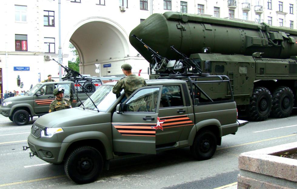 UAZ 23632-148-64 на дороге в городе