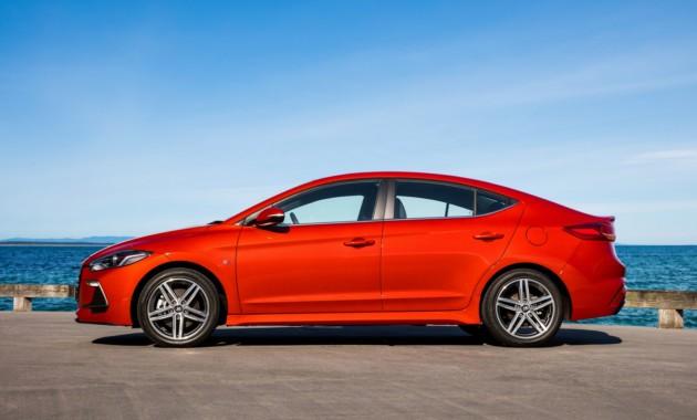 Hyundai тестирует обновленный седан Elantra