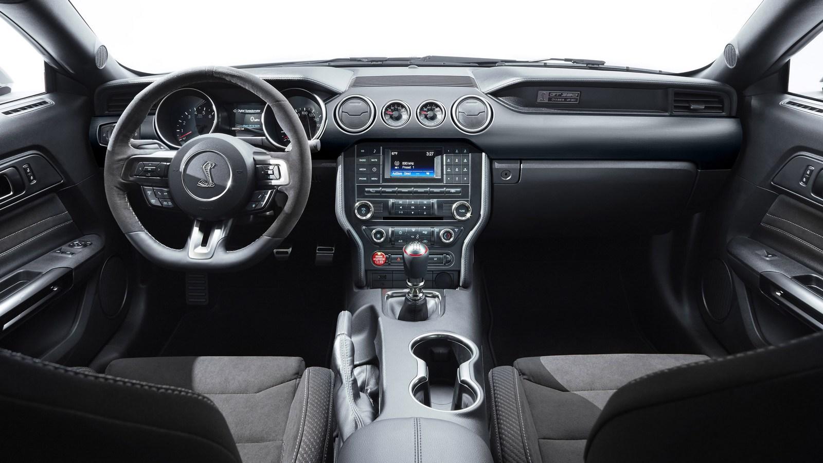 Компания Форд поделилась тизером новейшей версии Форд Mustang