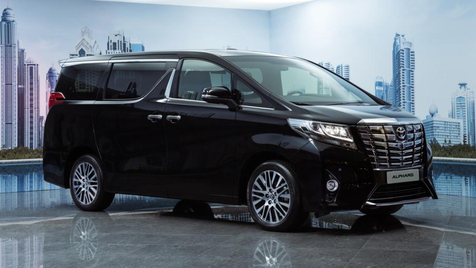 На фото: Toyota Alphard