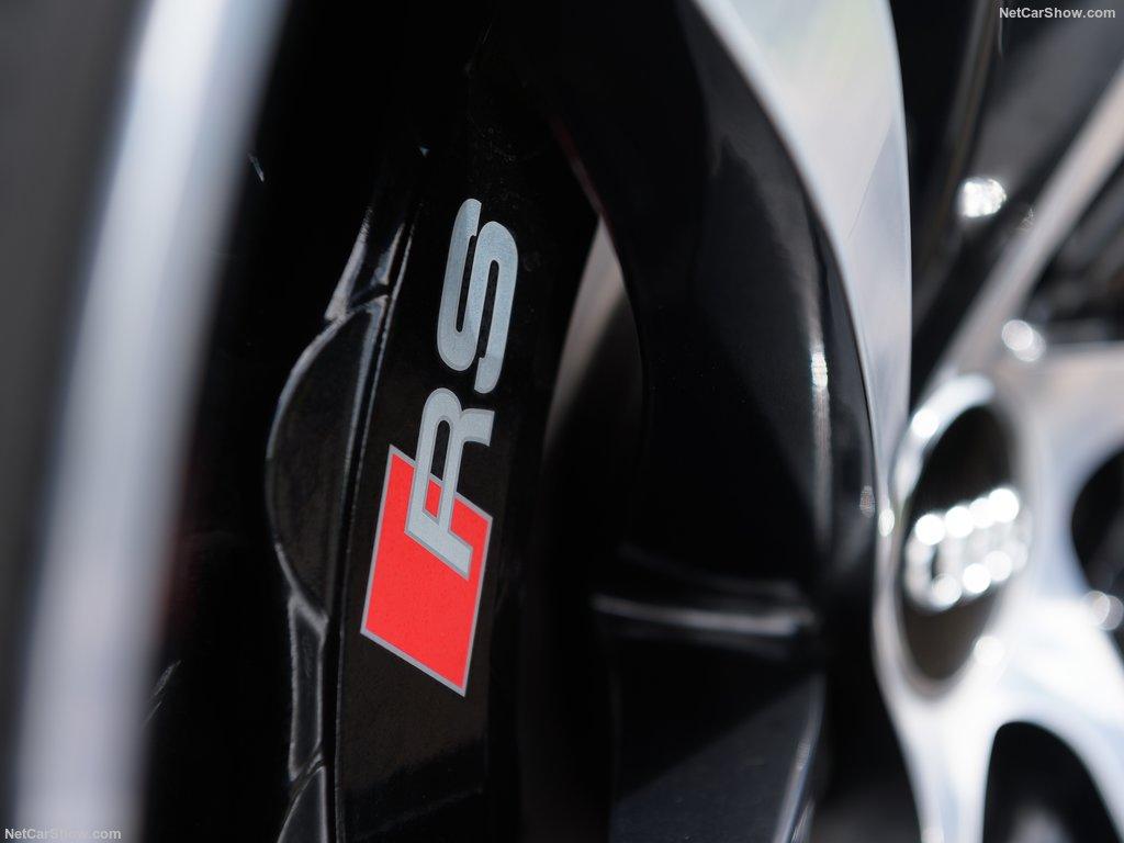 Конкурент Porsche Cayenne Turbo от Audi сбросил почти весь камуфляж