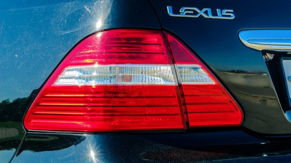 Lexus LS430 фонарь