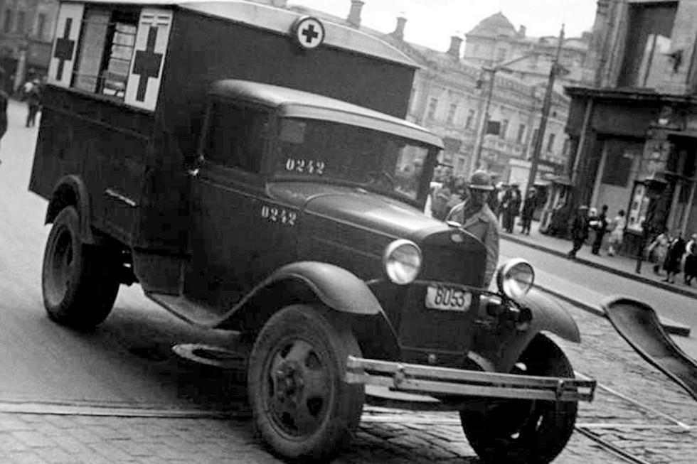 Медицинский кузов-фургон на базе ГАЗ-АА. Первая половина 30-х