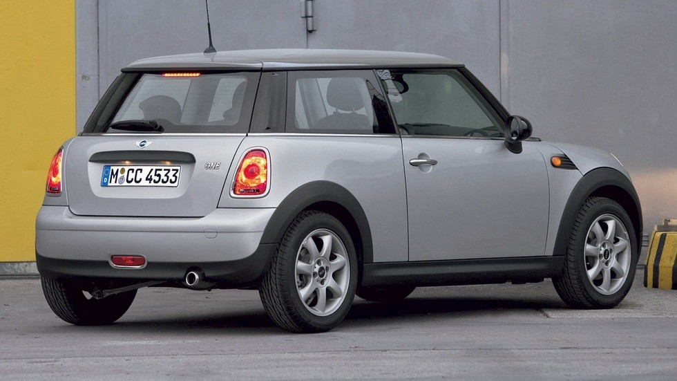 Mini Cooper (R56) '2006–10 серый сбоку