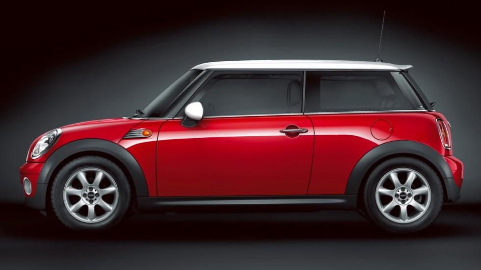 Mini Cooper (R56) '2010–14 красный сбоку