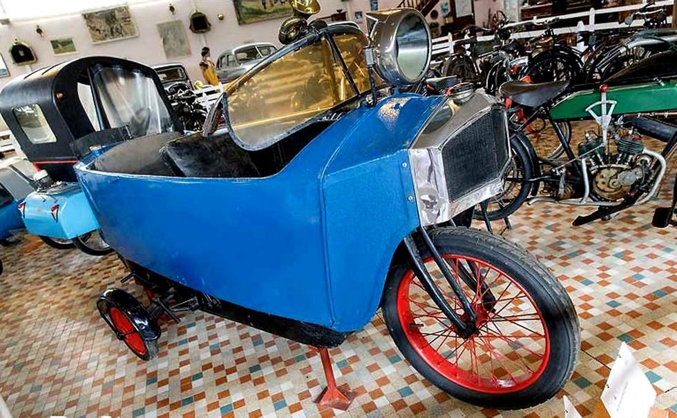 Отреставрированная машина Morgan-Monotrace