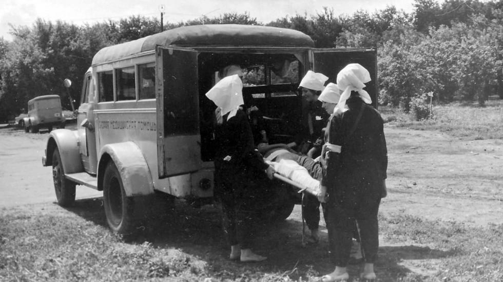 Погрузка больных в ПАЗ-653