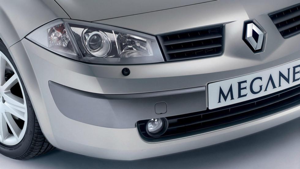 На фото: фары Renault Megane
