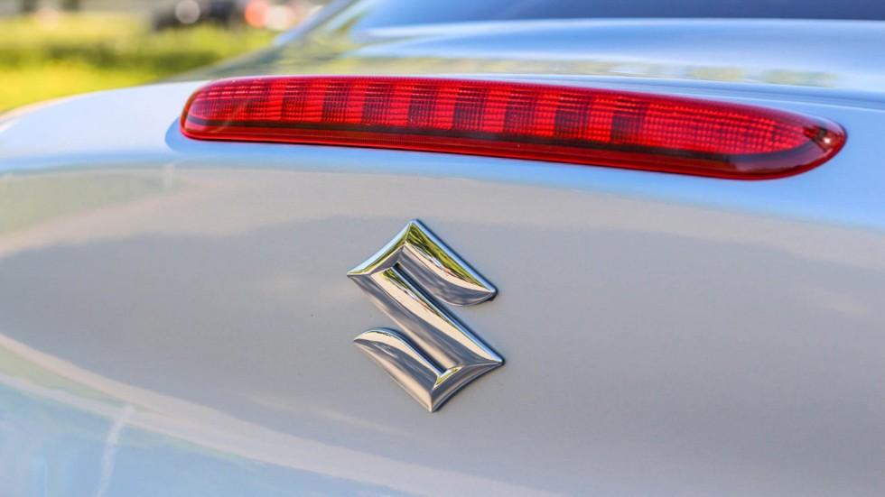 Suzuki Kizashi шильдик