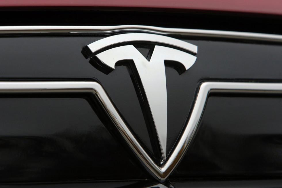 Tesla-Model_S-2013-1600-7e[1]